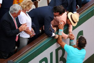 Rafael Nadal is congratulated by his girlfriend, family, friends and the rest of team (16)