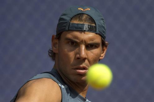 Rafael Nadal practices in sleeveless shirt at the Barcelona Open (1)