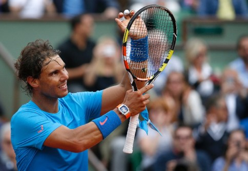 Rafael Nadal celebrates after winning his match against Nicolas Almagro at Roland Garros on May 28, 2015 (AFP Photo/Kenzo Tribouillard)