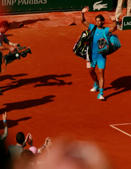 Tennis - French Open - Roland Garros, Paris, France - 3/6/15 Men's Singles - Spain's Rafael Nadal waves to the crowd after losing his quarter final match Action Images via Reuters / Jason Cairnduff Livepic