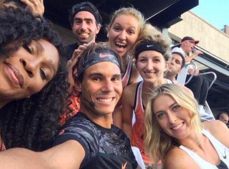 Photo via Twitter/Team Sharapova