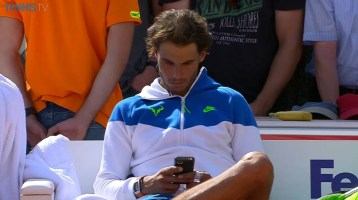 Rafael Nadal texts on mobile fan after he won Hamburg title