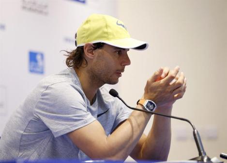El tenista español Rafael Nadal da una rueda de prensa en el ámbito del torneo de exhibición de Abu Dabi (Emiratos Árabes Unidos) hoy, 31 de diciembre de 2015. EFE/Ali Haider