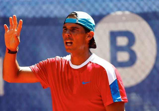 El tenista español Rafael Nadal, durante el entrenamiento realizado hoy en las pistas del Club de Tenis Barcelona, antes de su participación en el Barcelona Open Banc Sabadell-trofeo Conde de Godó que se celebra en la ciudad condal. EFE/Alejandro García