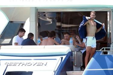 Rafael Nadal enjoys summer vacation on a yacht (1)