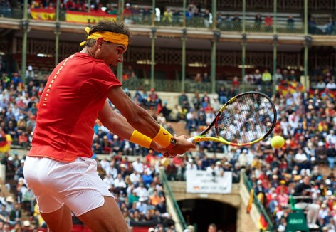 VALENCIA, SPAIN - APRIL 06: Rafael Nadal of Spain returns a shot to Philipp Kohlschreiber of Germany during day one of the Davis Cup World Group Quarter Final match between Spain and Germany at Plaza de Toros de Valencia on April 6, 2018 in Valencia, Spain. (Photo by Manuel Queimadelos Alonso/Getty Images)
