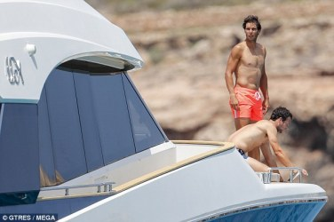 Shirtless Rafael Nadal joined by friends on holiday in Spain 2018 (11)