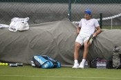 epa07674710 Rafael Nadal of Spain takes a break during a training session at the All England Lawn Tennis Championships in Wimbledon, London, Britain, 26 June 2019. The Wimbledon Tennis Championships 2019 will be held in London from 01 July to 14 July 2019. EPA-EFE/PETER KLAUNZER EDITORIAL USE ONLY; NO SALES, NO ARCHIVES
