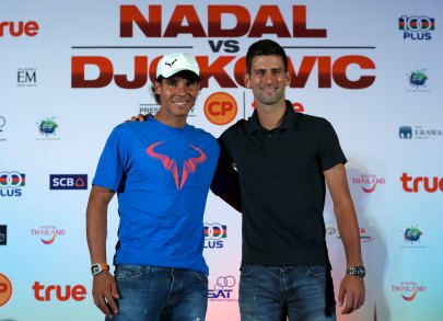 """Novak Djokovic of Serbia (R) and Rafael Nadal of Spain pose after a news conference ahead of Friday's tennis friendly match called """"Back To Thailand - Nadal vs Djokovic"""" event at a hotel in Bangkok, Thailand, October 1, 2015. REUTERS/Chaiwat Subprasom"""