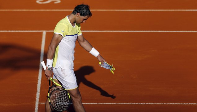 Spain's Rafael Nadal walks on the court after he lost his semi-final tennis match to Austria's Dominic Thiem at the ATP Argentina Open in Buenos Aires, February 13, 2016. REUTERS/Marcos Brindicci
