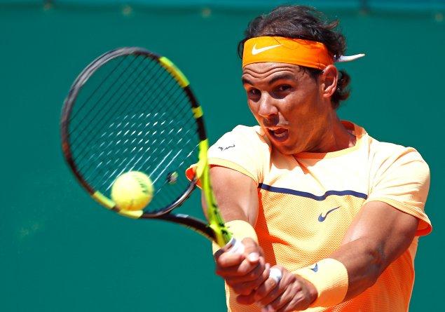 Tennis - Monte Carlo Masters - Monaco, 13/04/2016. Rafael Nadal of Spain plays a shot to Aljaz Bedene of Britain. REUTERS/Eric Gaillard