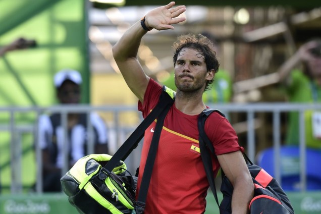 Spain's Rafael Nadal waves after losing to Japan's Kei Nishikori in their men's singles bronze medal tennis match at the Olympic Tennis Centre of the Rio 2016 Olympic Games in Rio de Janeiro on August 14, 2016. / AFP / JAVIER SORIANO