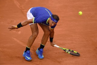 Spain's Rafael Nadal fails to return the ball to France's Benoit Paire during their tennis match at the Roland Garros 2017 French Open on May 29, 2017 in Paris. / AFP PHOTO / Lionel BONAVENTURE (May 28, 2017 - Source: AFP)