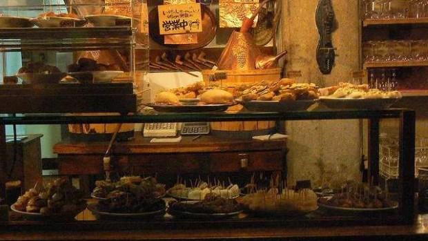 Dove mangiare a Venezia: Il bancone dei Do Mori - foto di Miquel Rodriguez