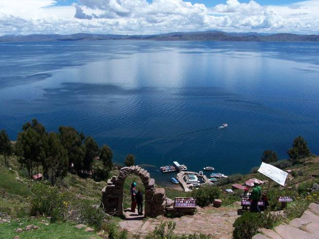 Il porto di Taquile e il sentiero che porta alla Piazza
