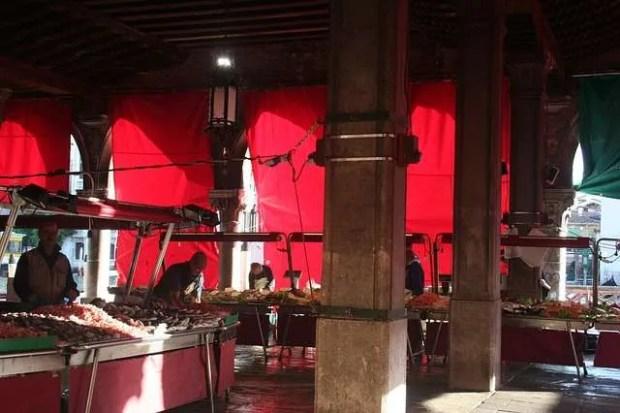 Cosa fare a Venezia: la pescheria di Rialto