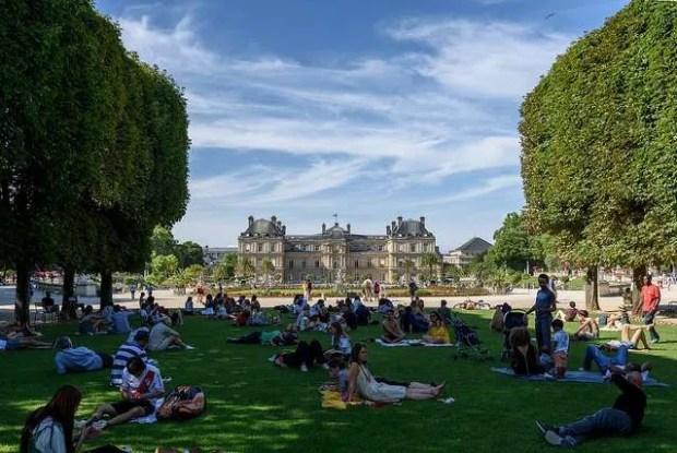 Passeggiare nei parchi e giardini di parigi raf around the world