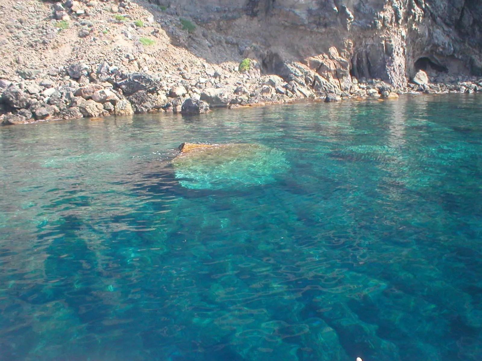 Vacanze a Pantelleria: dormire in dammuso e nuotare in un mare da sogno