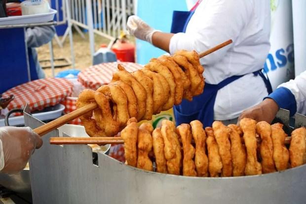 I picarones, specialità di street food peruviano