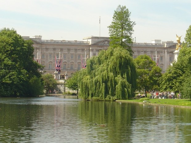 Vista di Buckingham Palace dal ponte del St James's Park