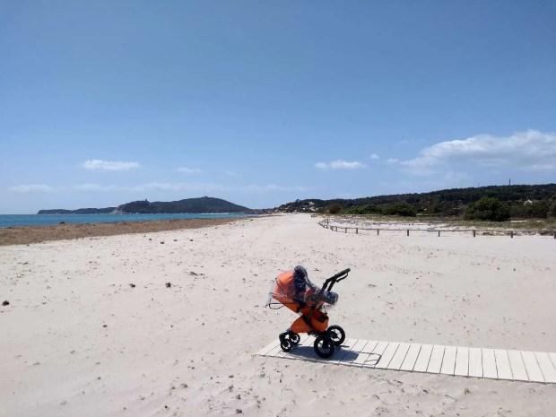 La spiaggia di Simius ad inizio maggio