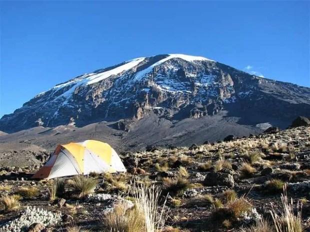 Trekking per raggiungere la cima del Kilimangiaro