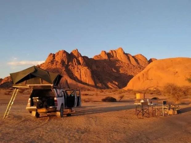 Il posto più bello dove ho dormito on the road: il campeggio dello Spitzkoppe in Namibia