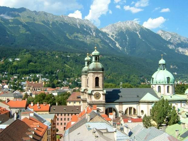 Veduta della città di Innsbruck in un giorno