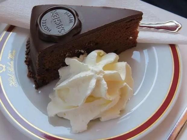 La celebre torta Sacher dell'omonimo hotel