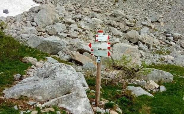 Segnalazioni al bivio in prossimità del Rifugio Lambertenghi