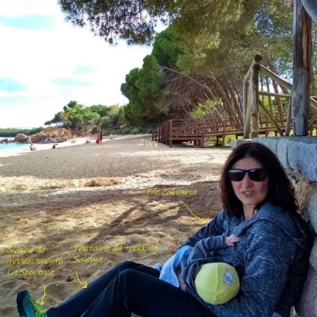 Abiti da viaggio - Con un piccolo viaggiatore sulla spiaggia di Santa Maria Navarrese in Sardegna