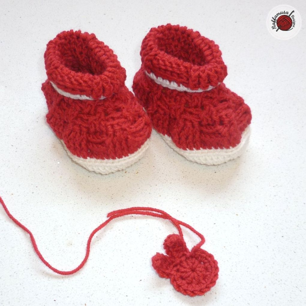 Basket Weave Baby Booties, Size 3-6 months
