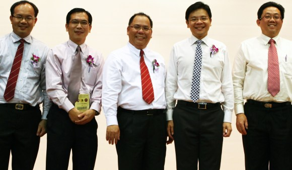 Mr. Chan Poh Meng (centre), pictured at the launch of the VCA-SUTD Social Innovation Partnership.