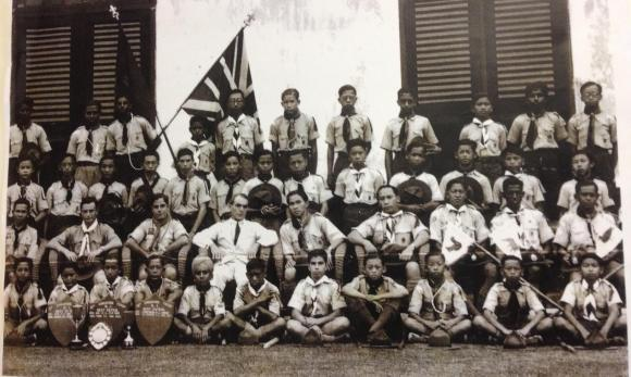 Mr Lee Kuan Yew in 01 Scouts, fourth from left. Image credits to Raffles Archives and Museum