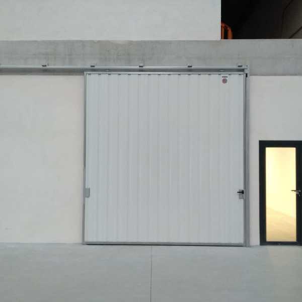 Puerta corredera industrial Tipo Suspendida