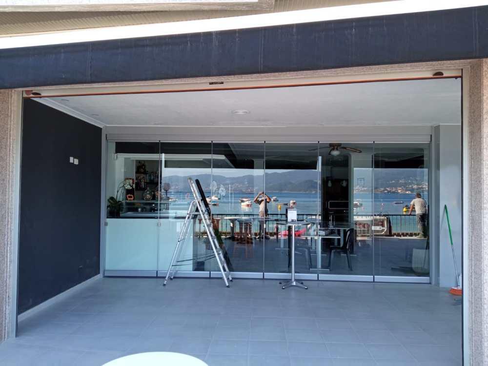 Puertas enrollables Collbaix para cierre de local de hostelería en Raxó (Poio) 8