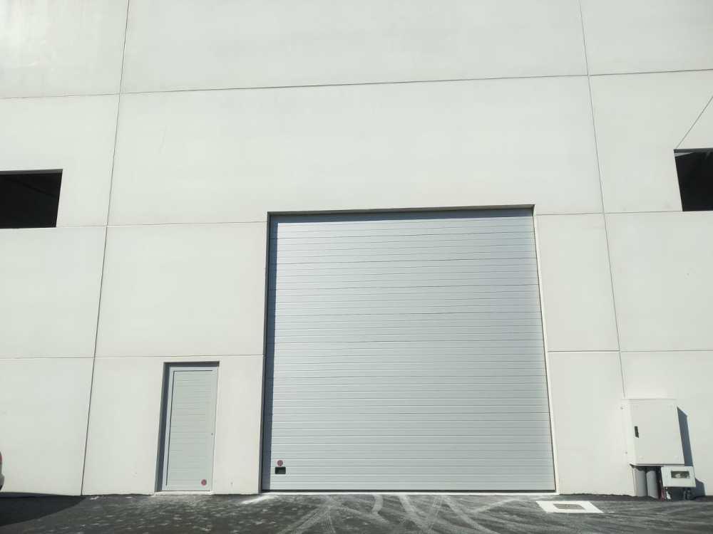 Instalación de puertas seccionales industriales Novoferm en Vilagarcía de Arousa 4