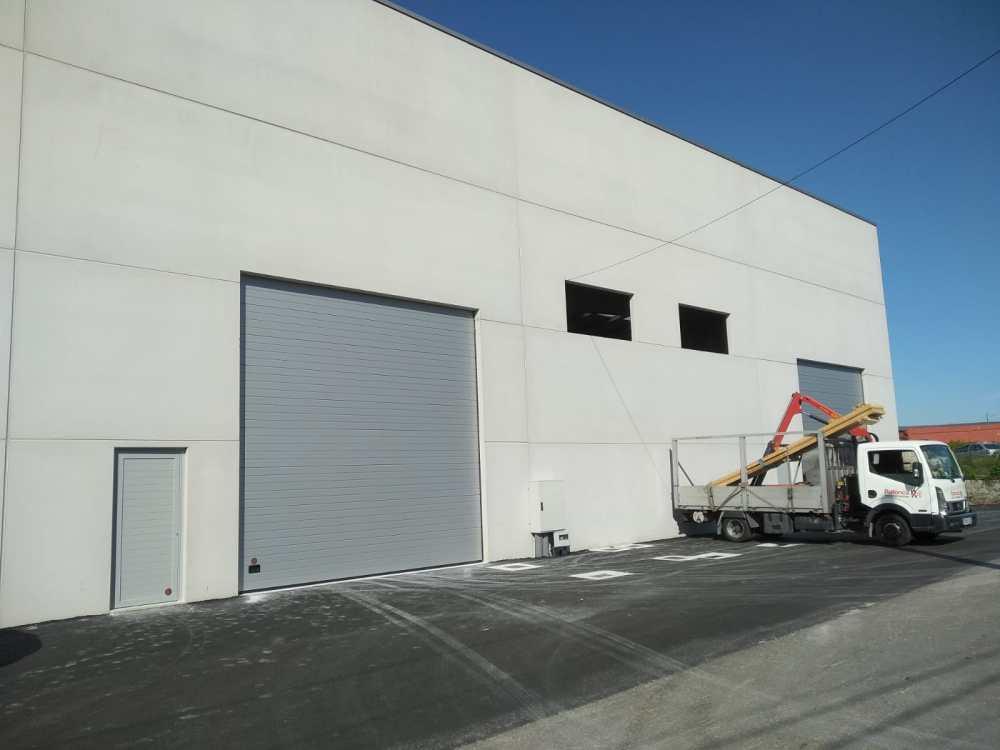Instalación de puertas seccionales industriales Novoferm en Vilagarcía de Arousa 5