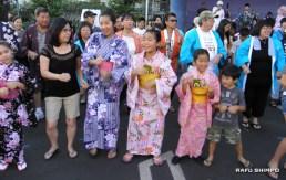 "The lively ""Shiawase Samba"" was popular with the kids. (J.K. YAMAMOTO/Rafu Shimpo)"