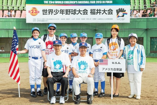The American participants at this year's World Children's Baseball Fair in Fukui were joined by event founder Akiko Agishi (far right) and Japanese baseball legend and home run king Sadaharu Oh (center right). (Photo courtesy World Children's Baseball Fair)