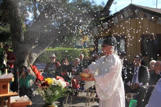 Rev. Dr. Yoshi Alfred Tsuyuki of Konko Church performs the purification rite.