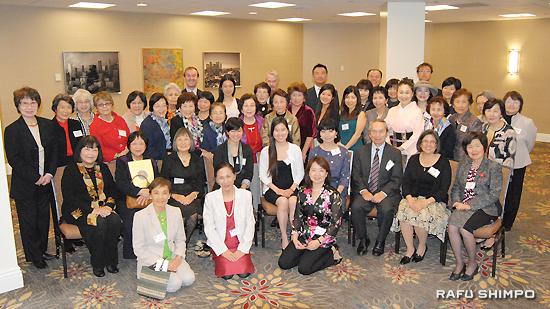 第44回新年総会および奨学金授与式に集まったAAJUW会員、受賞者と来賓ら