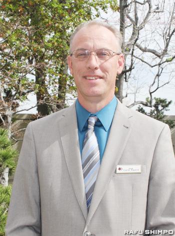 日系コミュニティーのさまざまな催しの会場として多くの人に親しまれているホテル「ダブルツリー・バイ・ヒルトン」の総支配人ジョー・クーさん