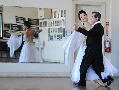 「自分の体が動く限り、次の世代にダンスの素晴らしさを伝えていきたい」と、現役のダンサーを貫く新城さん