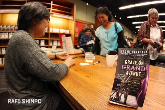 """Naomi HIrahara signed copies of her latest book, """"Grave on Grand Avenue,"""" the second installment in the Ellie Rush mystery series, on April 9 at Vroman's Bookstore in Pasadena. Amy Uyematsu also read from and signed copies of her newest collection, """"The Yellow Door."""" (MARIO G. REYES/Rafu Shimpo)"""