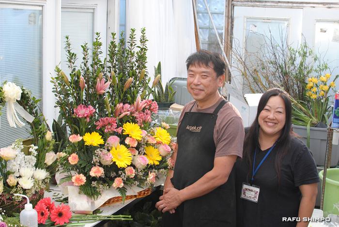 口コミでビジネス拡大を続けるトーレンスの生花店「アンジェラック」のオーナー中村猛さんと幸子夫人