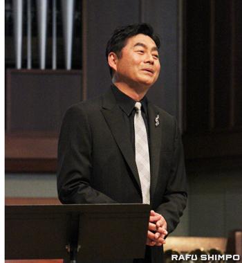 日本の夏の名曲を歌い上げるシャンソン歌手の今野広樹さん