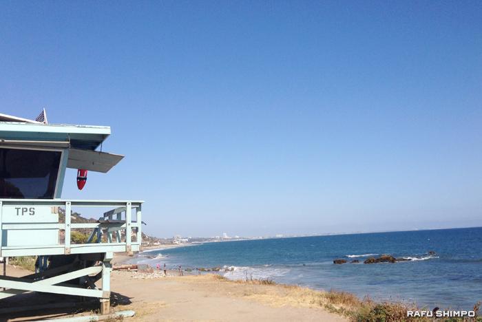水不足対策の一環で加州各地のビーチで15日から屋外シャワーの使用が禁止される。写真はマリブビーチ