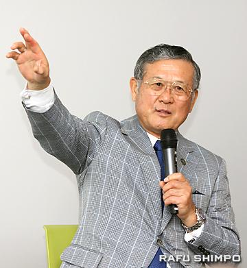村上さんは、往年の名選手との対戦や試合前に談笑した思い出を紹介した