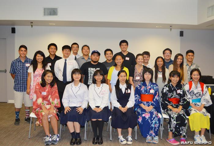 「ジュニア・アンバサダーズ・フレンドシップ・ミッション」の一行と南加和歌山県人会のヤング・メンバーら。前列の7人がジュニア・アンバサダー